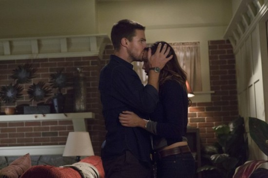 Arrow-episode-2-honor-thy-father-9-550x366